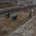 Pod malto so bili odkriti kupi kamenja, pa tudi mivke in gline (foto: M. Lukić).