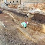 Pogrezanje plasti cestišča je gotovo posledica starejših jam na tem prostoru (foto: J. Furlan).