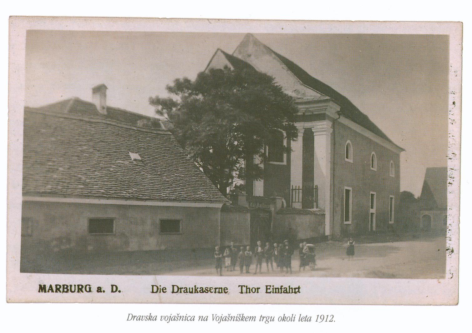 Vojašniški trg okoli leta 1912